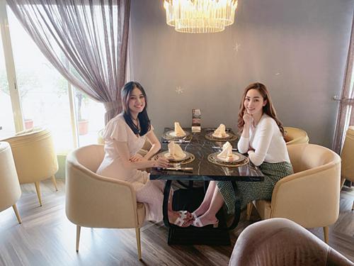 Thanh Tú lộ vòng 2 lớn trong ảnh được Á hậu Ngô Trà My đăng tải.