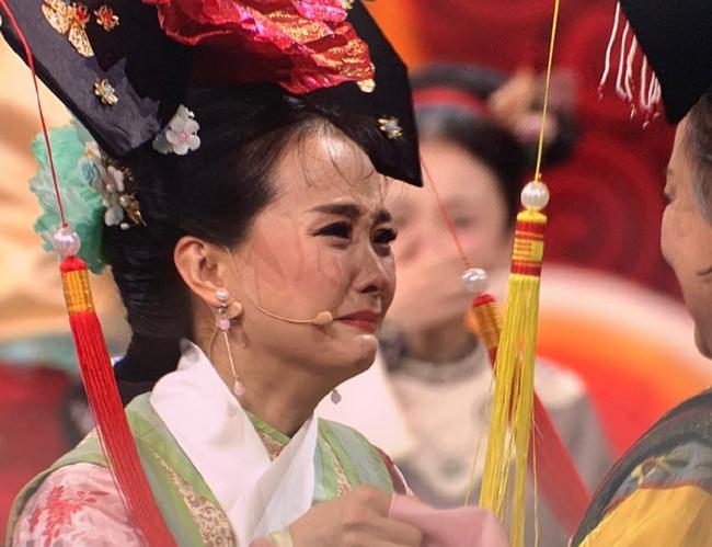 Tình nhi Cách cách Vương Diễm khóc khi hội ngộ Lão Phật Gia  - 1