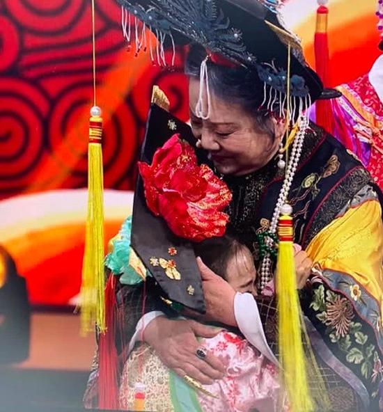 Tình nhi Cách cách Vương Diễm khóc khi hội ngộ Lão Phật Gia - 2