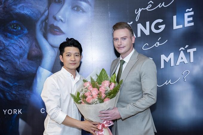 HHen Niê, Vy Oanh gợi cảm đến chúc mừng Kyo York - 11