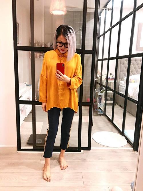 Chiếc gương lớn gần phòng tắm - nơi cô thường xuyên đứng chụp hình.