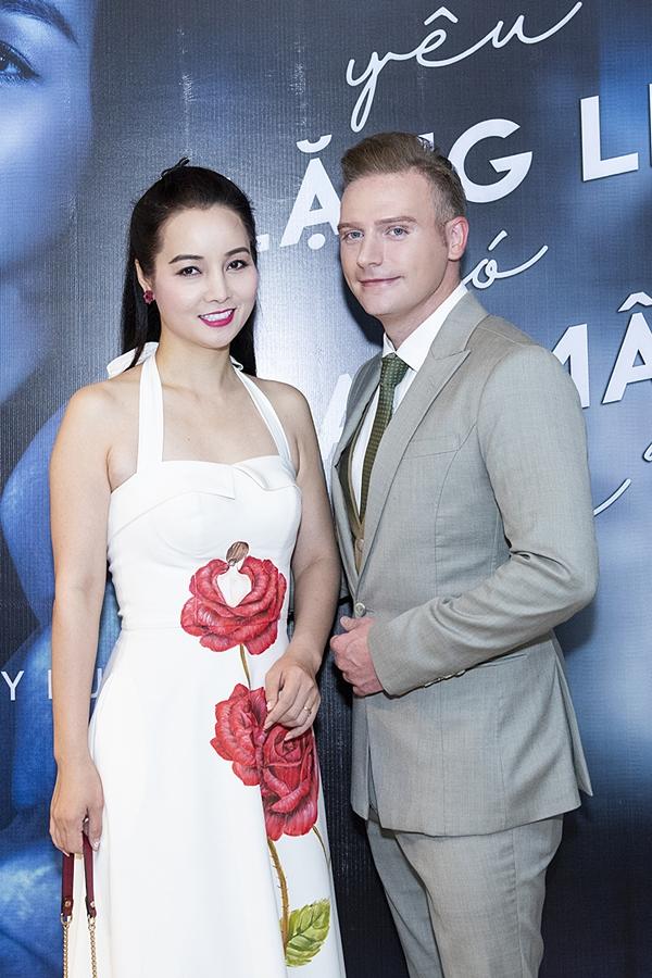 HHen Niê, Vy Oanh gợi cảm đến chúc mừng Kyo York - 6
