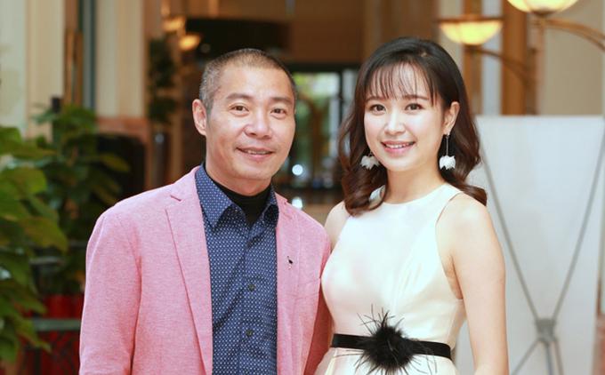 NSƯT Công Lý và Kim Oanh tại họp báo ra mắt phim Những cô gái trong thành phố.