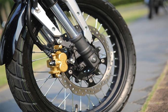 Honda trang bị cho xe bộ vành tăm thay vì vành đúc 5 cánh kép xoắn như CB190R. Bọc xung quanh vành trước là lốp gai lớn với bản 110/70/17, trong khi vành sau sử dụng cỡ lốp lớn hơn là 140/70/17. Hệ thống phuộc của xe chia sẻ chung với CB190R, có dạng hành trình ngược ở phía trước và monoshock ở phía sau. Phuộc trước không có khả năng điều chỉnh, nhưng phuộc sau chỉnh được tải trọng theo 5 cấp độ.