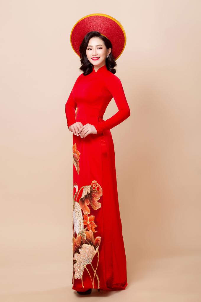 Lương Bích Hữu rạng rỡ với áo dài cưới truyền thống