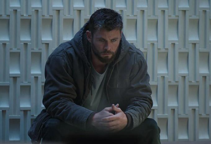 Thor mang vẻ mặt hoang mang.