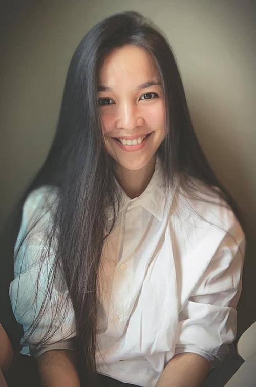 Đăng cái ảnh hồi thiếu nữ 38 tuổi, Hiền Thục dí dỏm bình luận về bức ảnh của mình. Nữ ca sĩ được fan khen trẻ hơn tuổi.