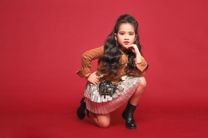 Dù chỉ là cô bé 6 tuổi nhưng Suri Thiên Kim đã chứng tỏ là một mẫu nhí có năng khiếu và đam mê làm người mẫu thời trang.