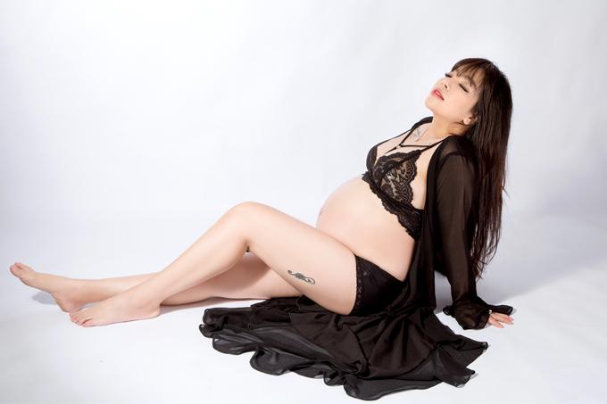 Chia sẻ với Ngoisao.net, Quán quân Sao Mai điểm hẹn 2010 nói, cô đang mang thai ở tháng cuối cùng. Em bé là trái ngọt trong cuộc tình của cô và bạn trai.