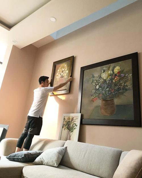 Cô bảo rất thích nội thất gỗ hoặc đồ dùng chất liệu đơn giản nhưng không rành nên nhờ anh trai giúp. Hoàng tử sơn ca tỏ ra có gout khi tự tay làm đẹp cho căn nhà của em gái.
