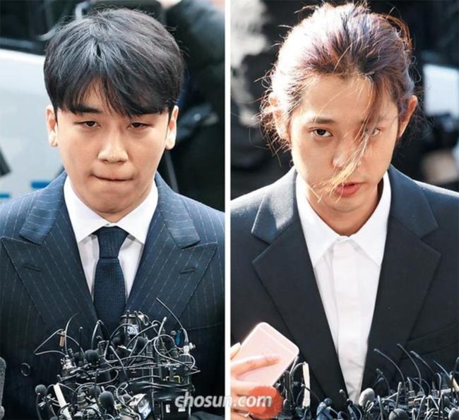 Seungri (trái) và Jung Joon Young.