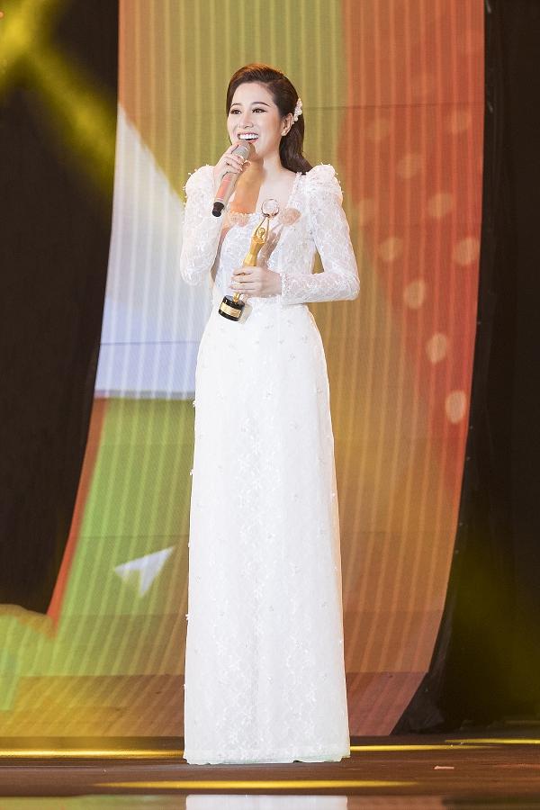 Ca sĩ Tố My được xướng tên tại hạng mục Ca sĩ bolero của năm.