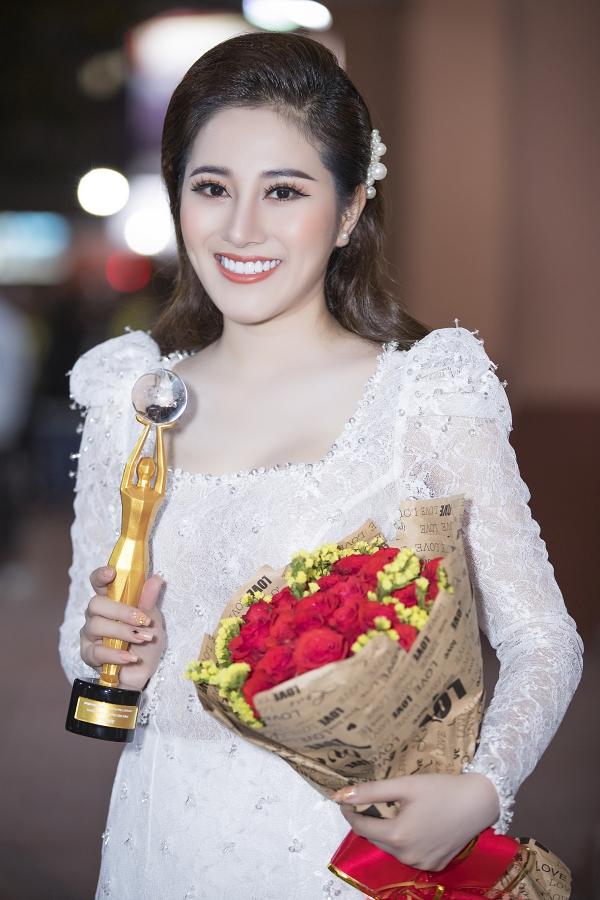 Tố My sinh năm 1991 tại Đà Nẵng, tốt nghiệp Đại học Luật TP HCM sau đó chuyển sang ca hát. Cô từng đoạt giải Á quân Solo cùng Bolero 2015, thể hiện thành công các bản Bolero như Duyên phận, Phải lòng con gái Bến Tre. Hiện cô làm huấn luyện viên chương trình