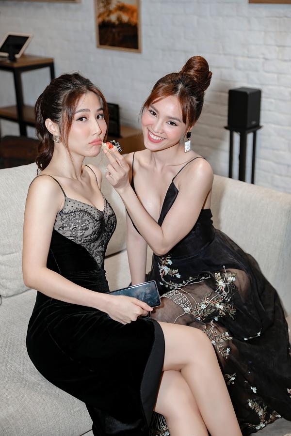 Diễm My và Lan Ngọc từng hợp tác trong dự án Cô Ba Sài Gòn nên có tình bạn thân thiết. Hiện họ