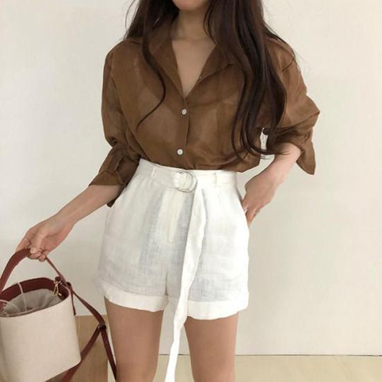 Short linen được thêm nhiều chi tiết trang trí để trang phục mùa hè của bạn gái thêm phần cuốn hút.