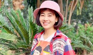 Ảnh sao 17/3: Mai Phương tươi cười khi tham gia đóng phim