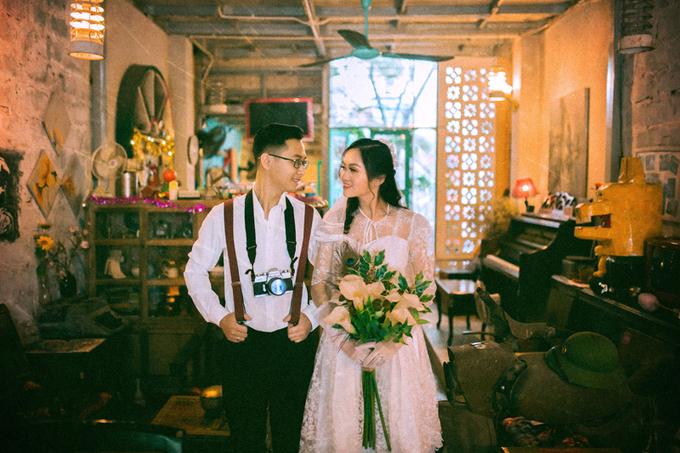 Cô dâu mặc lại lễ phục của mẹ chồng chụp ảnh cưới
