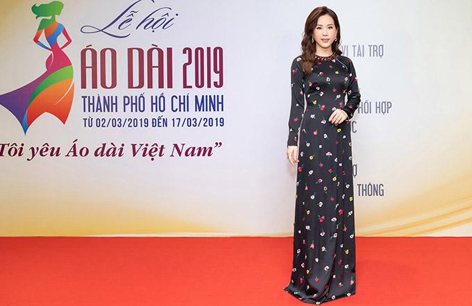 Hoa hậu Thu Hoài đẹp nền nã với thiết kế của Công Trí.