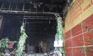 Khách sạn ở Nghệ An tan hoang sau vụ cháy khiến 1 người chết