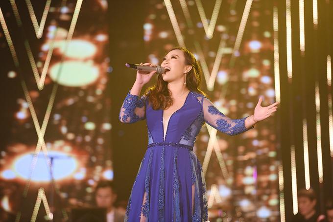 Đêm gala Sao Mai làsự trở lại của nhiều giọng ca nổi tiếng, trưởng thành từ sân chơi âm nhạc này, trong đó có họa miKhánh Linh.