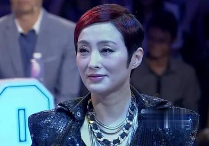 Hơn 20 năm trước, Trương Mẫn được mệnh danh là một trong mười ngôi sao gợi cảm nhất điện ảnh Hong Kong. Cô vào vai chính trong nhiều phim lớn, đóng cặp với các tài tử tên tuổi Châu Nhuận Phát, Lưu Đức Hoa, Châu Tinh Trì... Năm 1999, Trương Mẫn bị bạn bè lừa tiền khi hùn vốn kinh doanh thời trang và spa. Năm 2013, cô kết hôn với người quản lý nghệ sĩ Lưu Vĩnh Huy, sau 10 năm hẹn hò.