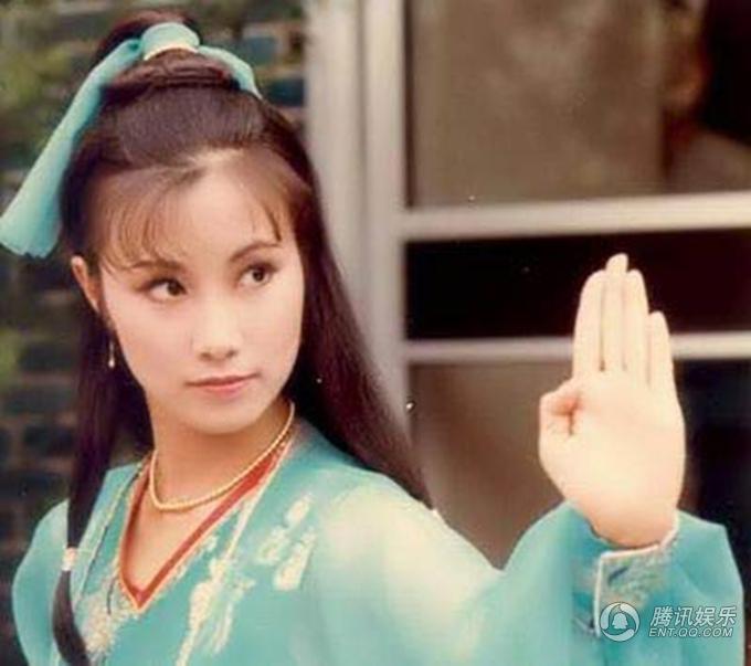 Uông Minh Thuyên là người đầu tiên thể hiện vai Triệu Mẫn trên màn ảnh nhỏ, trong bản phim năm 1978 của TVB, đóng cặp với Trịnh Thiếu Thu. Nữ nghệ sĩ bộc lộ lối diễn sắc sảo, song nhan sắc không thực sự phù hợp nàng Triệu Mẫn lém lỉnh.