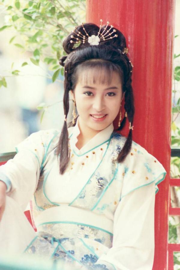 Triệu Mẫn Lê Mỹ Nhàn đóng cặp với Trương Vô Kỵ Lương Triều Vỹ trong bản phim của TVB năm 1986. Mỹ nhân cổ trang một thời khoe nhan sắc vừa nhu mỳ vừa ngạo mạn.