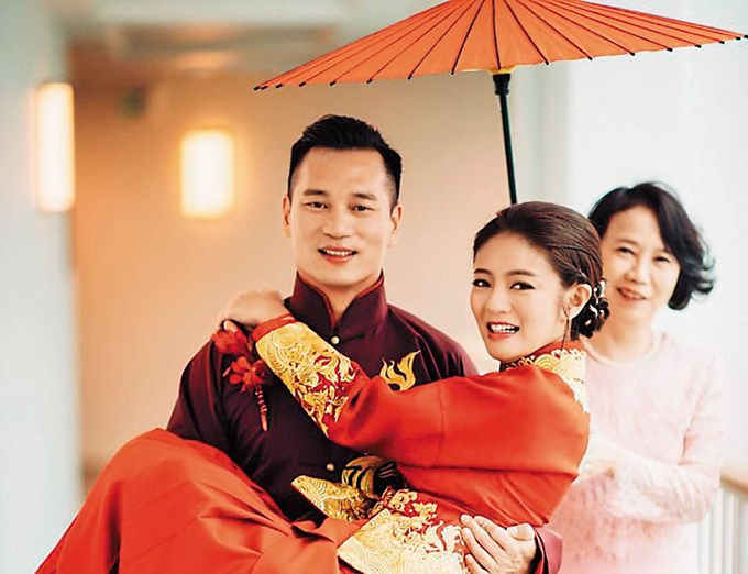 An Dĩ Hiên là một trong các ngôi sao của dòng phim thần tượng Đài Loan thời kỳ đầu. Sau này chuyển hướng sang thị trường Trung Quốc, cô không tạo nên nhiều vai diễn nổi bật như trước, song tên tuổi vẫn có chỗ đứng nhất định. Năm 2017, An Dĩ Hiên kết hôn với phú thương Macau Trần Vinh Luyện ở tuổi 37. Hôm 15/3 vừa rồi, người đẹp xứ Đài báo tin vui mang thai con đầu lòng.