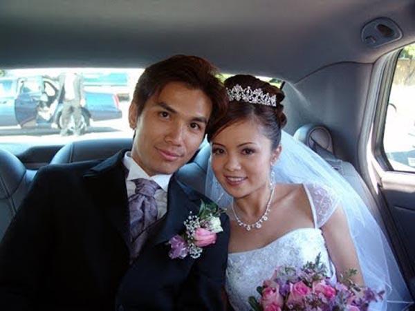 Mạnh Quỳnh và bà xã Cẩm Diệu lên xe hoa năm 2004.