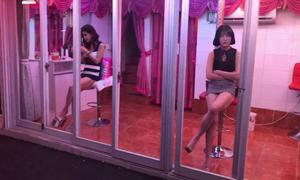 Phố đèn đỏ Seoul 'vén màn' về ngành công nghiệp tình dục tỷ đô