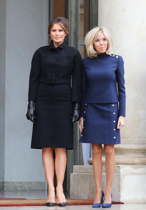 Sánh vai phu nhân Tổng thống Pháp Brigitte Macron tại Cung điện Elysee (Paris), bà Trump dù không diện váy ôm khít phần dưới nhưng vẫn để lộ bụng to.