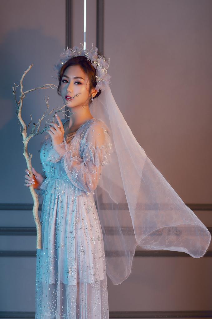 Trang điểm cô dâu trong veo kết hợp hiệu ứng bling bling