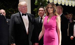 Melania Trump nhiều lần lộ bụng to vì chọn sai váy