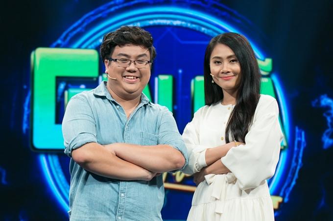 Gia Bảo và Thanh Hiền vui vẻ hội ngộ trong chương trình tối 19/3.