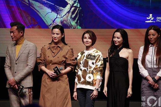 Từ phải qua: Đằng Lệ Minh, Quách Thiện Ni, Trịnh Tuyết Nhi, Tuyên Huyên và Cổ Thiên Lạc tại Hội chợ phim Hong Kong.
