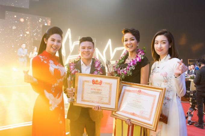 Ngọc Hân, Mỹ Linh chúc mừng HHen trở thành Gương mặt tiêu biểu năm 2018