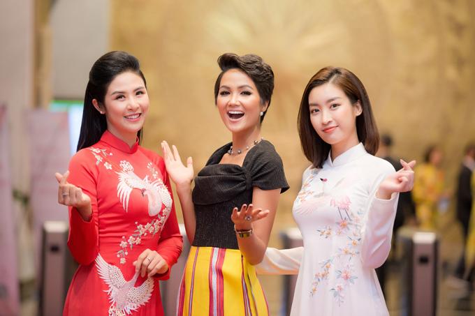 Ngọc Hân, Mỹ Linh chúc mừng HHen trở thành Gương mặt tiêu biểu năm 2018 - 4