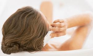 Thiếu nữ tử vong vì rơi điện thoại đang sạc vào bồn tắm