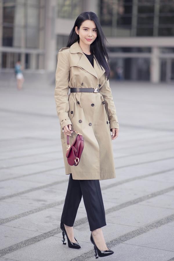 Nhiếp ảnh:  Đại Dương,stylist : Hiệp Chu, trang điểm và làm tóc:Hưng Đặng.