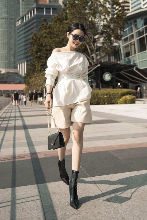 Mắt kính và túi của thương hiệu Dior được Huỳnh Vy mua trong một chuyến đi Mỹ trước đó có giá hơn 80 triệu đồng.