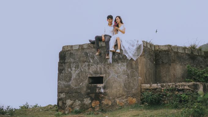Các bức ảnh được thực hiện trong tiết trời hơi se lạnh vào buổi sáng, mang đến khung cảnh mộng ảo, lãng mạn.