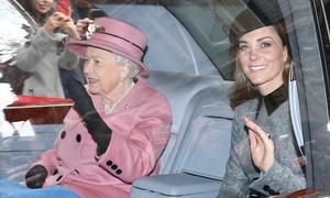 Kate lần đầu tiên dự sự kiện riêng cùng Nữ hoàng
