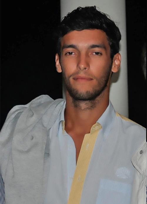 Fabio Mendes bị trụy tim trên sân, ra đi ở tuổi 28.