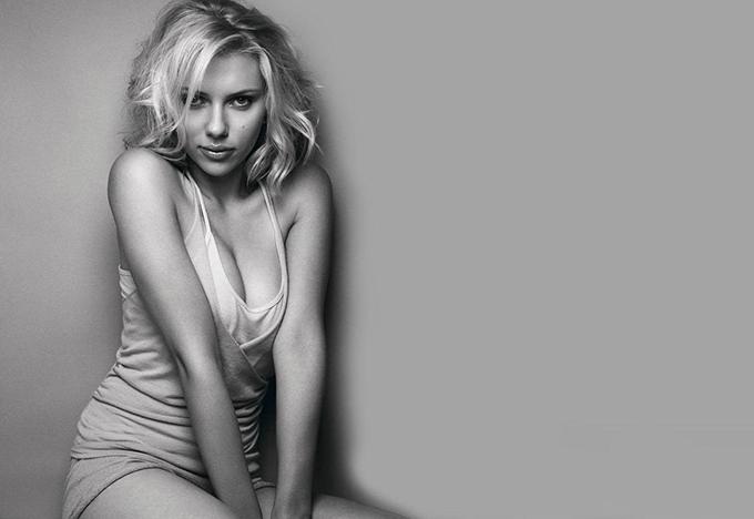 Nữ diễn viên 35 tuổi thực hiện nhiều bộ ảnh thời trang khoe vẻ nóng bỏng.