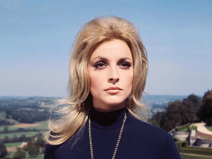 Cánh cửa Hollywood rộng mở với Sharon Tate qua vai chính đầu tay trong Eye of the Devil (năm 1965).