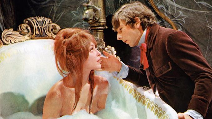 The Fearless Vampire Killers thực hiện năm 1967 là tác phẩm se duyên cho Sharon Tate và Roman Polanski – đạo diễn kiêm bạn diễn viên cặp của cô trong phim.