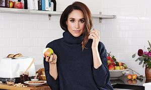Meghan tự make up và nấu ăn cho chồng