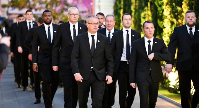 Theo The Sun, có khoảng 41 thành viên CLB Leicester City, trong đó gồm tân HLV Brendan Rodgers, đội trưởng Wes