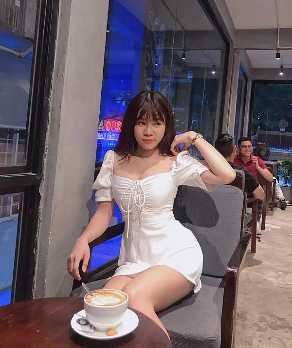 Bạn gái Đặng Văn Lâm thích mặc sexy khoe dáng nuột - 2