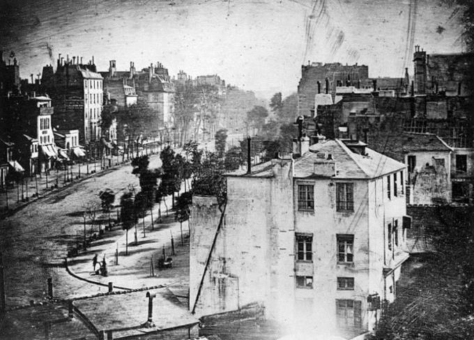 Boulevard du Temple năm 1839 doLouis Daguerre chụp lại.